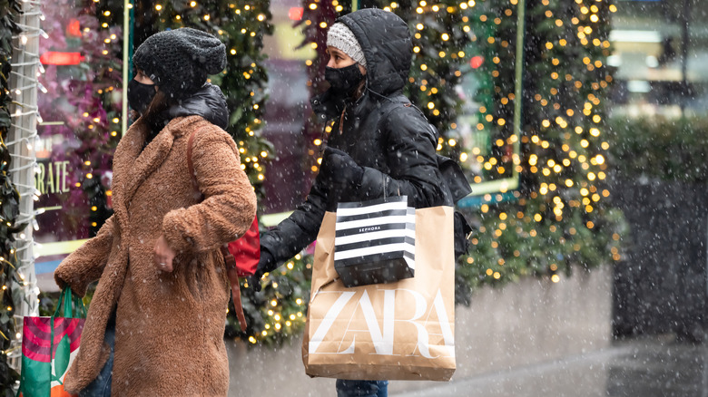 Holiday shoppers 2020