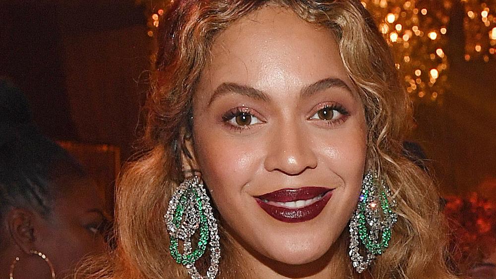 Beyonce wears dark lipstick