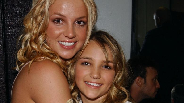 Britney Spears and Jamie Lynn Spears hugging