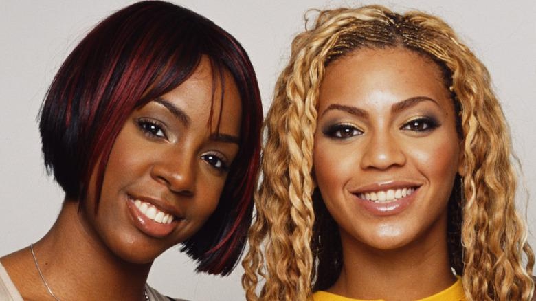 Kelly Rowland and Beyoncé posing