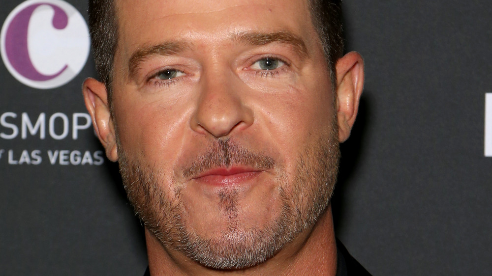 Robin Thicke posing at an event