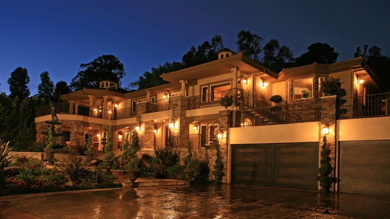 exterior of Keeping Up With the Kardashians home