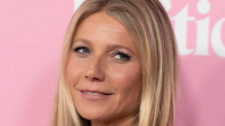 Gwyneth Paltrow pink background