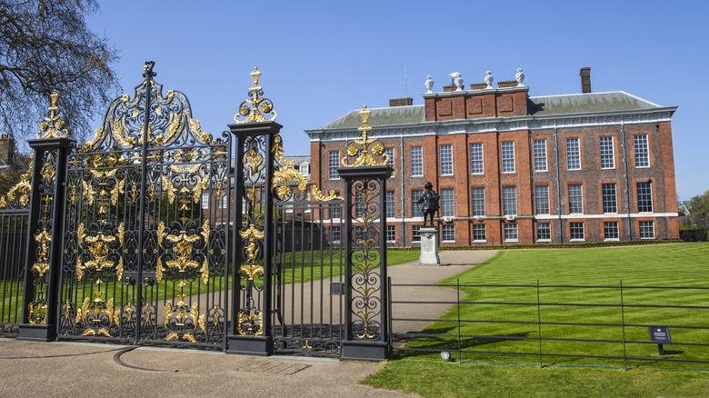 Kensington Palace exterior, gate