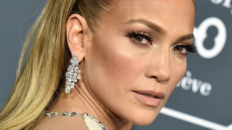 Jennifer Lopez posing on the red carpet
