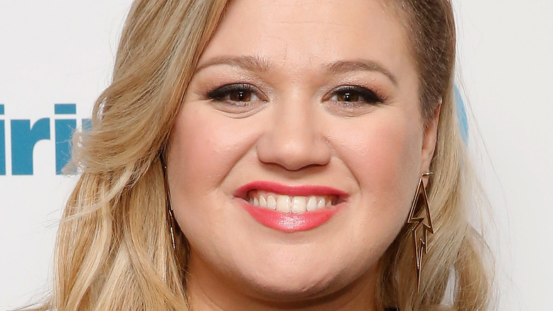 Kelly Clarkson smiling at an event.