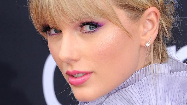 Taylor Swift looking over shoulder