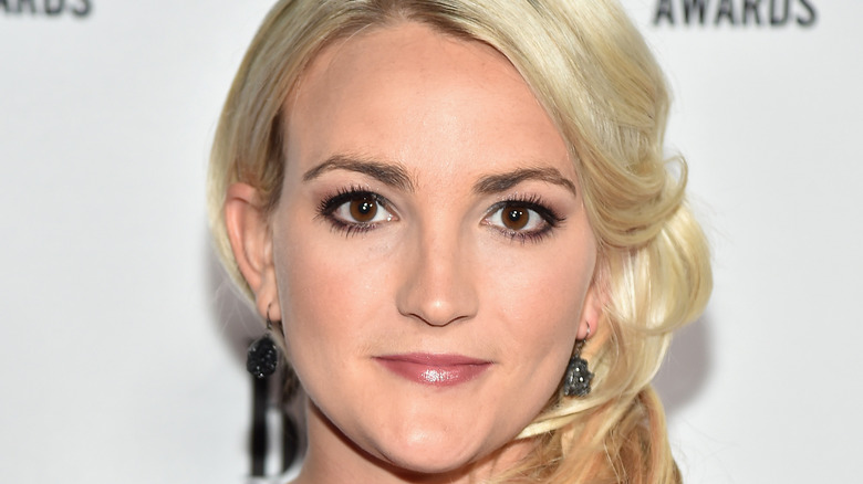 Jamie Lynn Spears poses at an event.