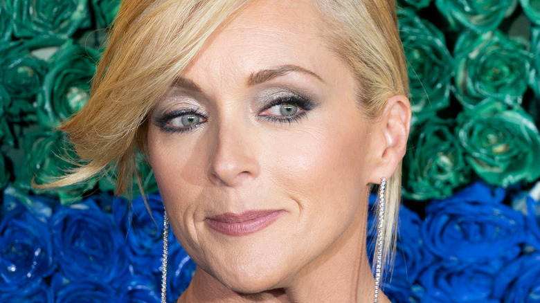 Jane Krakowski looking to the side with slight grin