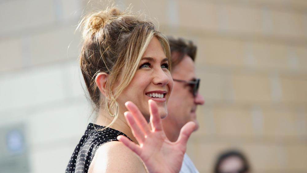 Jennifer Aniston waving
