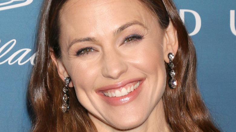 Jennifer Garner smiling, red carpet