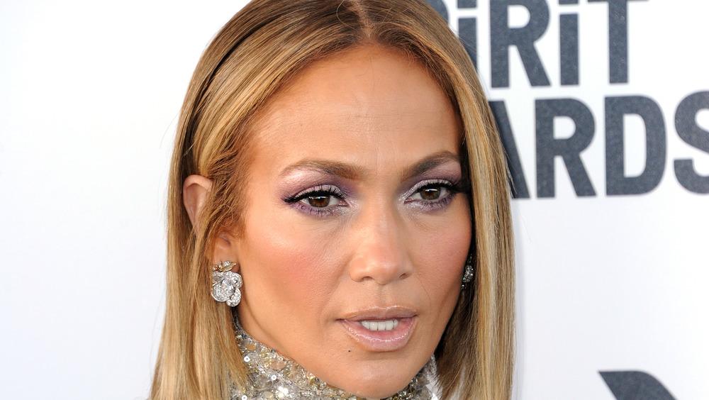 Jennifer Lopez, blond highlights, posing at event