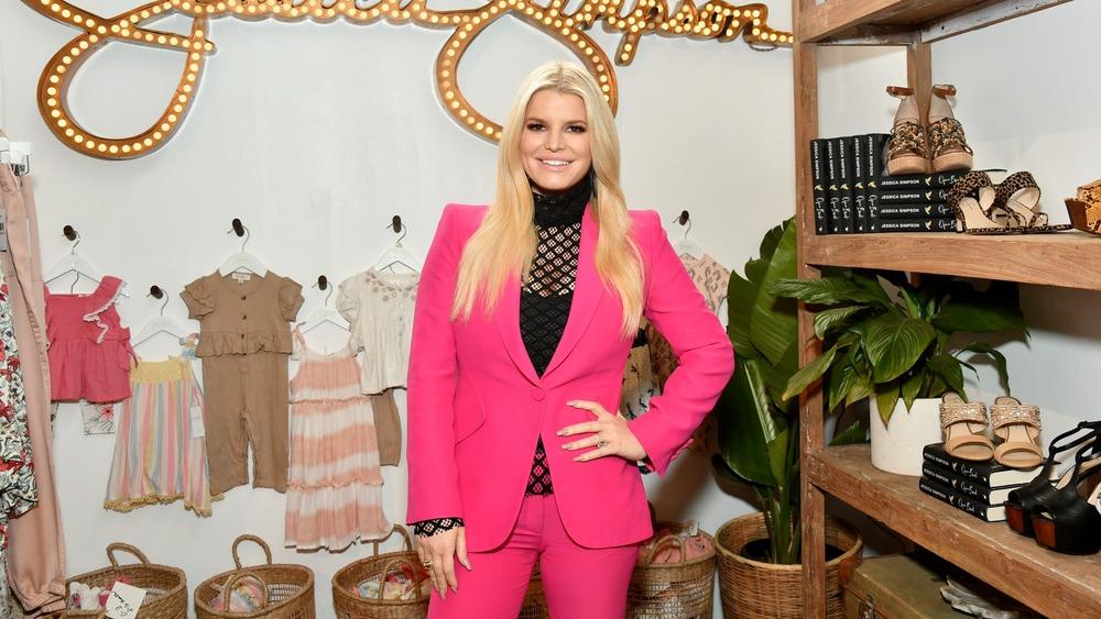 Jessica Simspon in pink suit