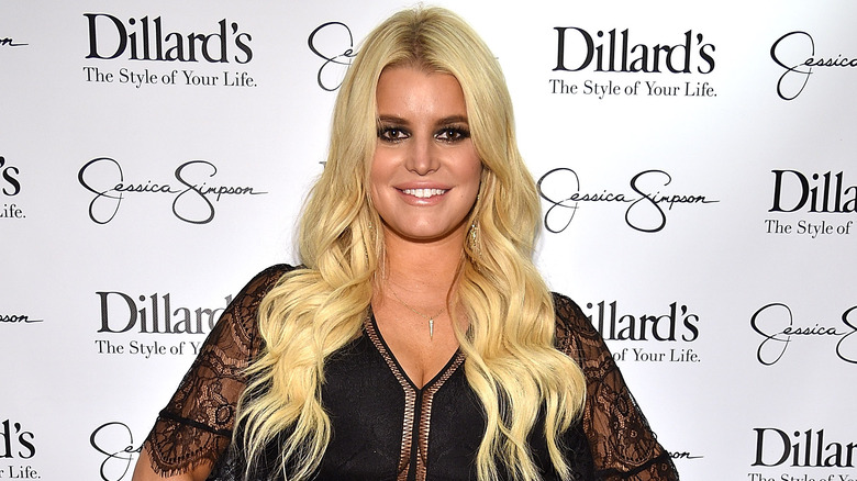 Jessica Simpson poses on the red carpet