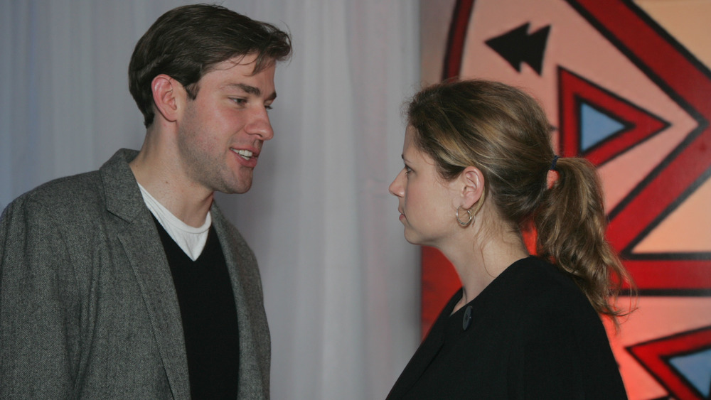 John Krasinski talking to Jenna Fischer