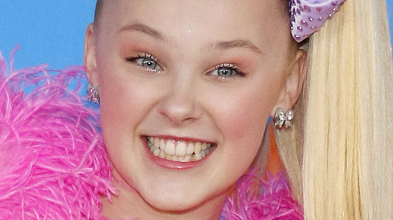 JoJo Siwa pink boa Nickelodeon 2018