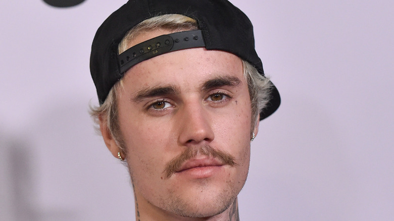 Justin Bieber poses on the red carpet
