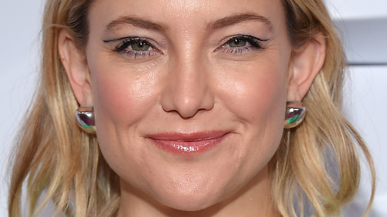 Kate Hudson on the red carpet with minimal makeup