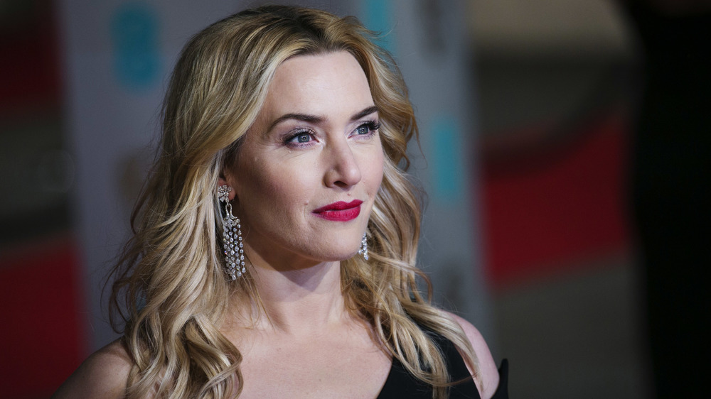 Kate Winslet poses on the red carpet