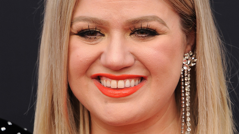 Kelly Clarkson on the red carpet.