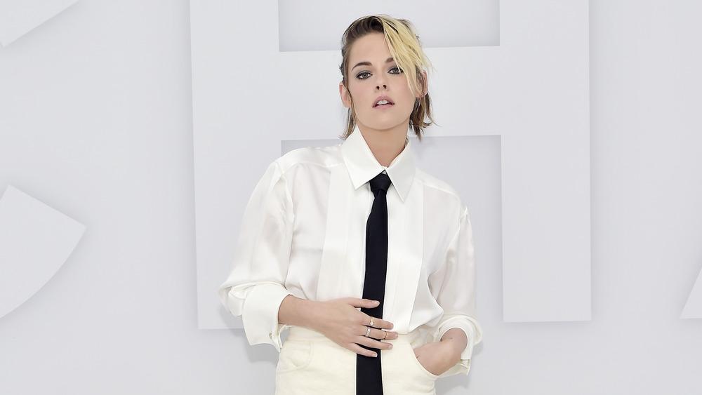 Kristen Stewart wears white shirt dress