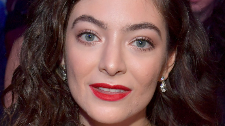 Lorde red lip