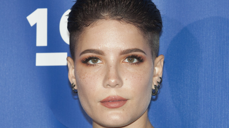 Halsey in 2017 with fade haircut