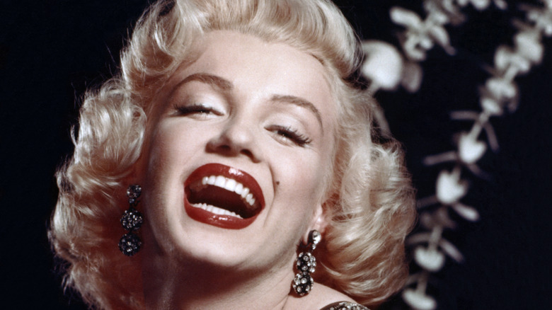 Marlyn Monroe in black evening gown