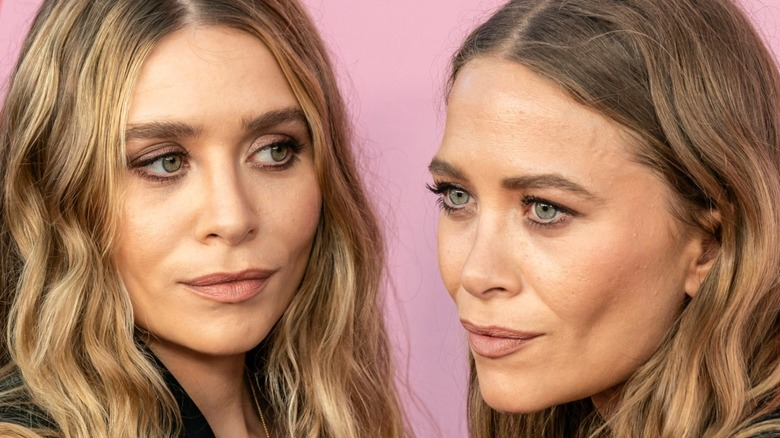 Mary Kate and Ashley Olsen at an event