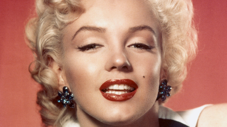 Marilyn Monroe poses
