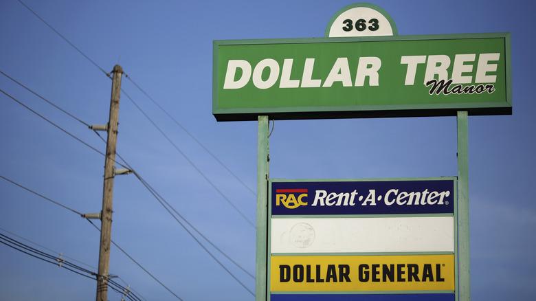 Dollar Tree Dollar General sign