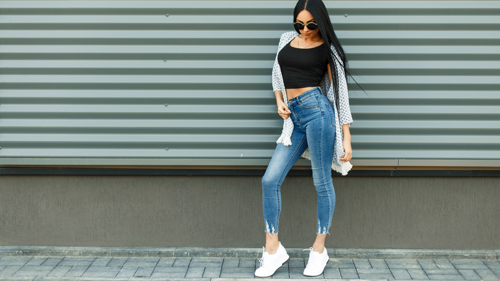 Woman wearing high-waisted jeans.
