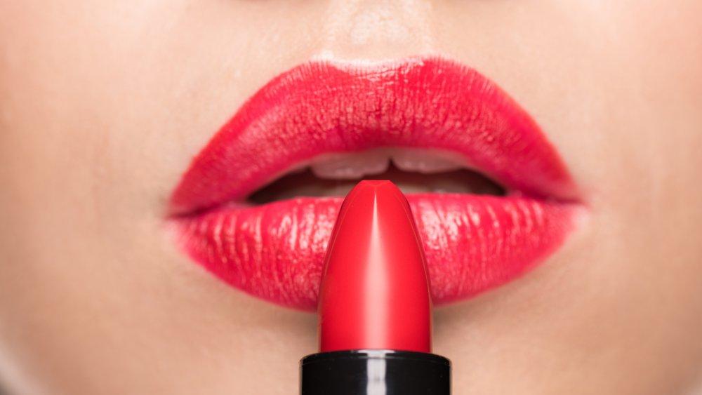 red lipstick under eyes