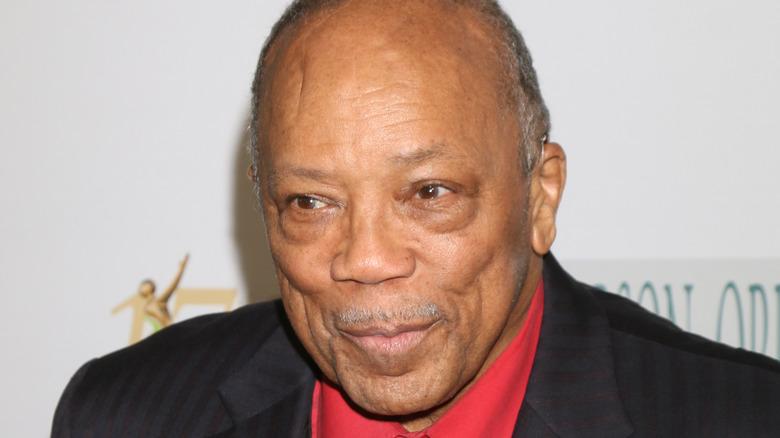 Quincy Jones piercing his lips