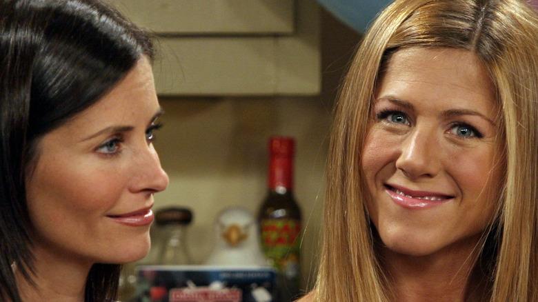 Jennifer Aniston and Courteney Cox on 'Friends'