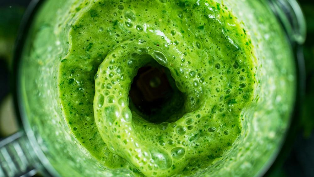Green juice blending in blender