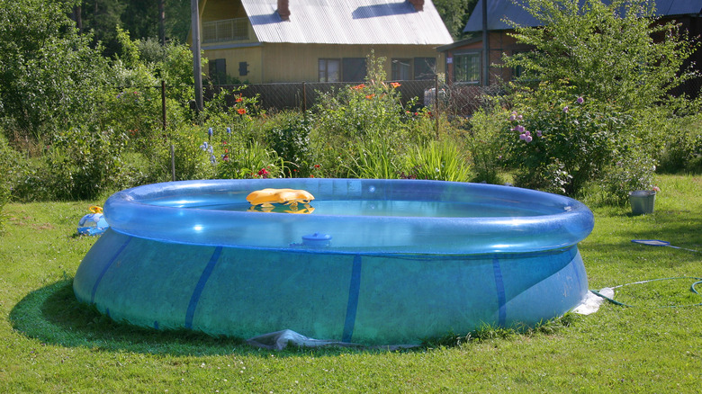Mid sized inflatable pool