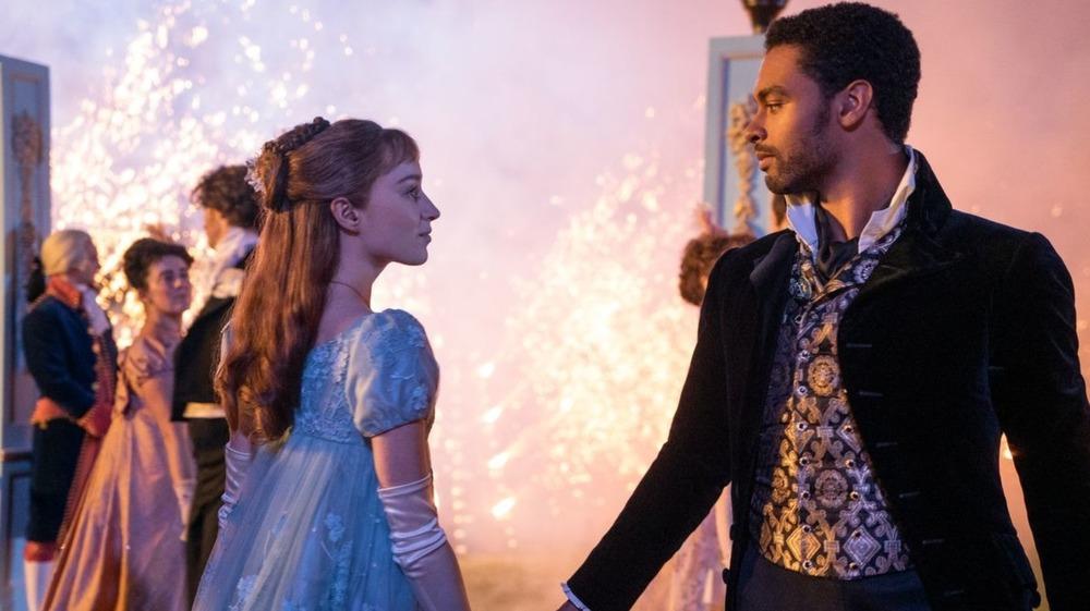 Daphne and Simon dancing in Bridgerton