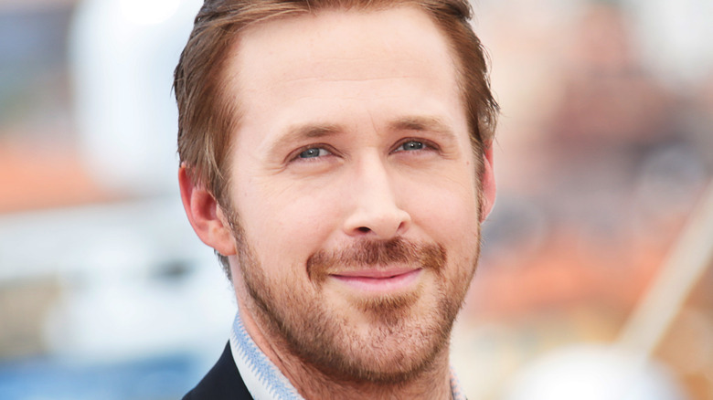 Ryan Gosling smiling at an event.