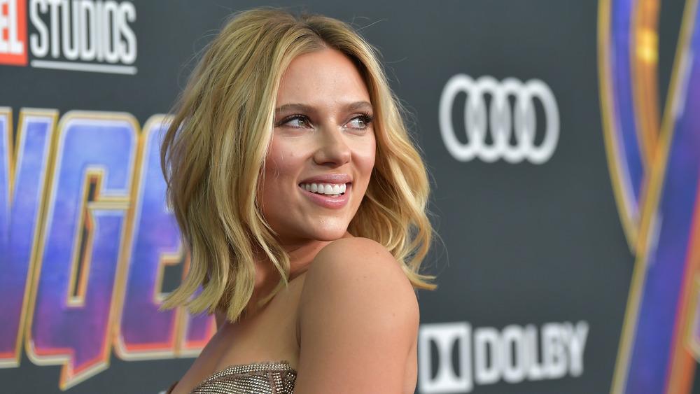 Scarlett Johansson poses on the red carpet