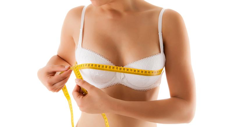 Woman bra fitting