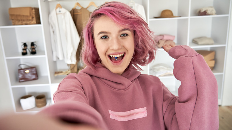 Influencer with pink hair
