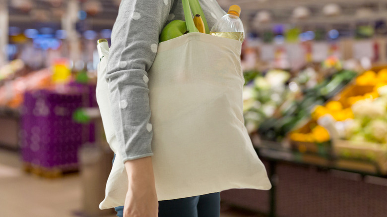 woman with cotton tote at supermarket