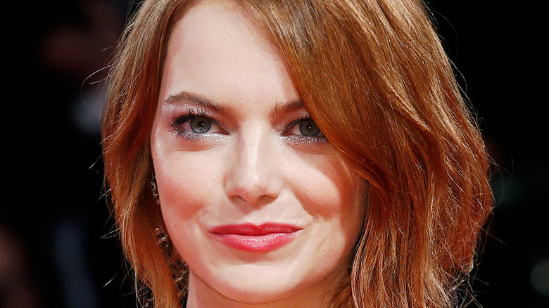 Emma Stone with red hair posing for a picture