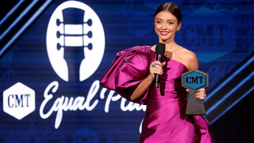 Sarah Hyland hosts CMT Music Awards