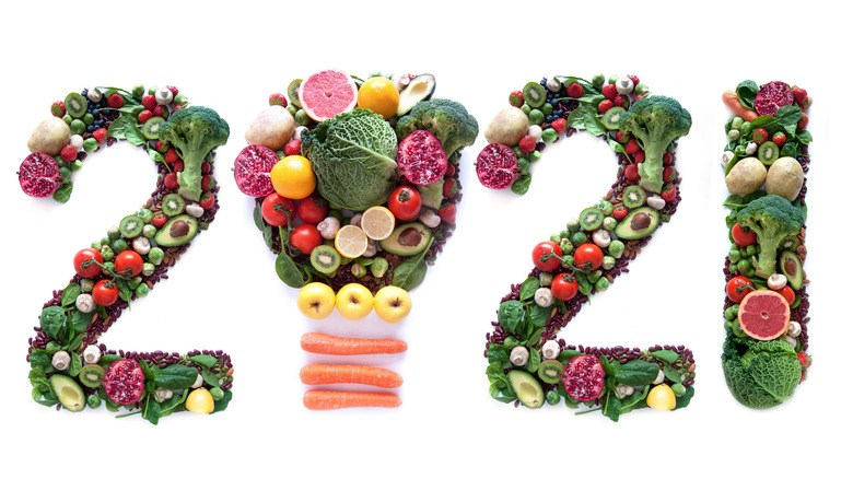Healthy foods spelling out '2021'