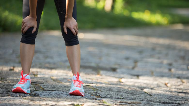 Runner in leggings taking break