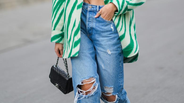 model wearing boyfriend jeans