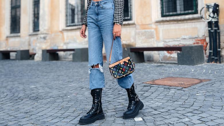 mom jeans woman street