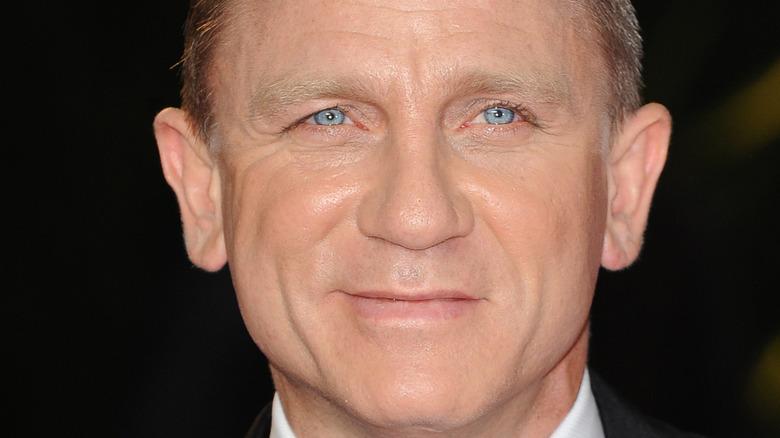 Daniel Craig wears a tux